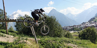 Un séjour à la montagne pour la Toussaint. En voilà une idée ! ©Office de Tourisme Les 2 Alpes / Vincent LOZZI