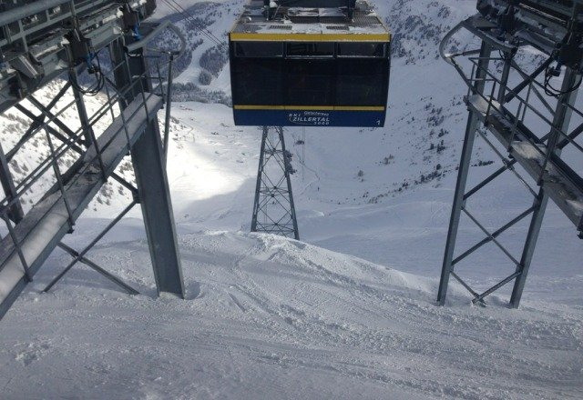 blue sky day today after another 15cm last night piste's held up well