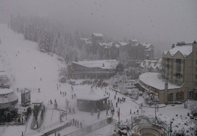 dumping snow right now, and due to continue all day - gonna be a good few days coming!