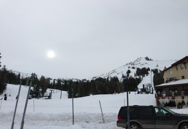 today was amazing. more snow falling. probably at least 1-2ft. no lines, but today was xmas afterall.