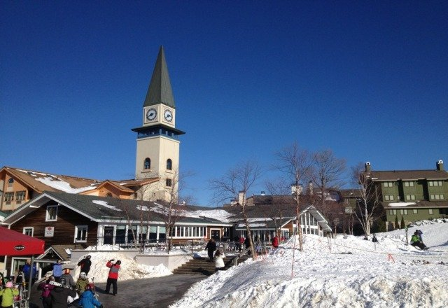 Sunny skies and good snow today.      Keep it up Stratton!