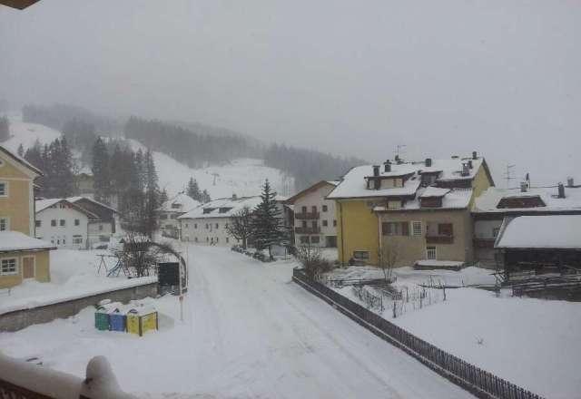 da ieri sera alle 18 a tutt'oggi 24/2/13 ore 12.15 sta continuando a nevicare