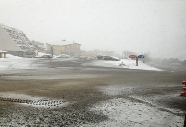 grosses chutes de neige en cours !! ca devrait durer toute la nuit !!
