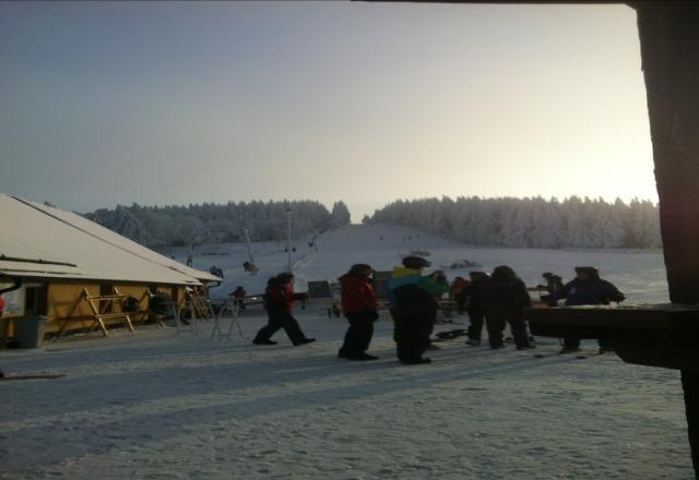 nicht Geschlossen, bis 22 Uhr ge?ffnet, Top Pisten, Top Wetter, also auf zum Skifahren ;-))