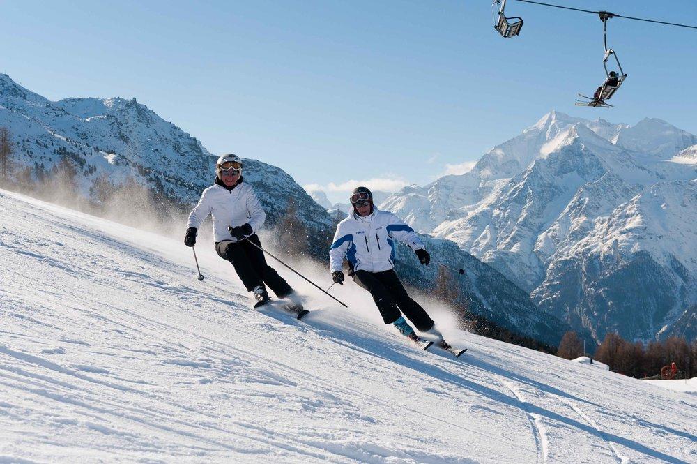 Skifahren mit der Familie in Grächen - © Touristische Unternehmung Grächen AG