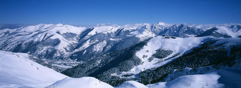 Vue sur le domaine skiable de Luchon Superbagnères - © OT Luchon