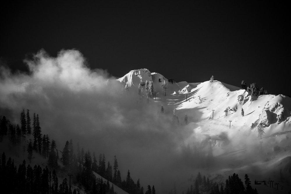 Uitzicht vanuit de KT-22 skilift in het Amerikaanse Squaw Valley - © Matt Palmer