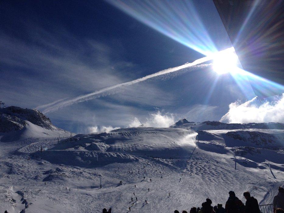 Sol og blå himmel i Hintertux - © Jeppe Hansen