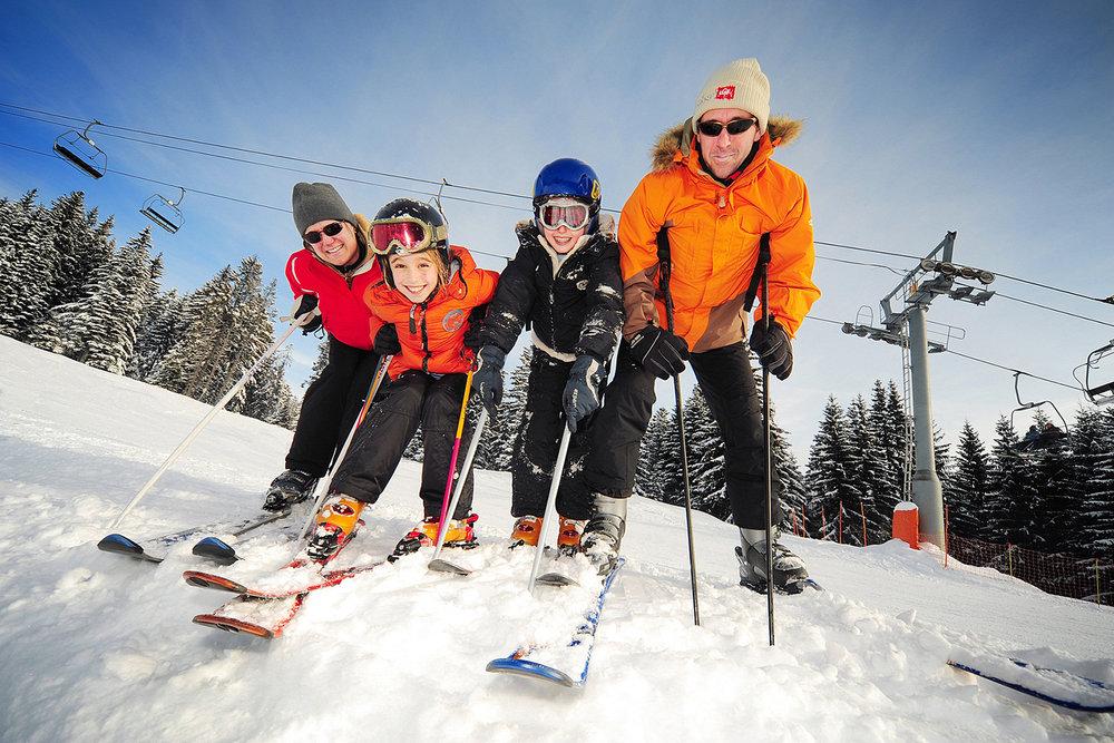 Station de ski familiale par excellence, les Carroz est le terrain de jeu parfait pour une journée de ski avec les enfants - © D. Bouchet