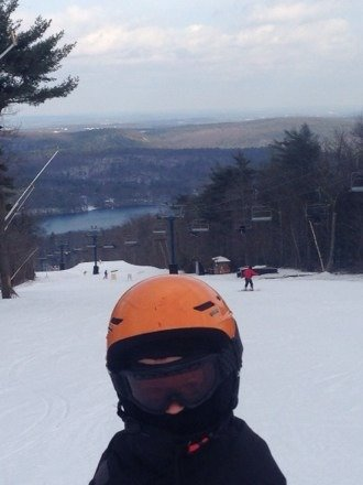 """No way 40"""" base but still decent coverage Snow was still totally man made 12/11/13But was a beautiful day felt like nobody else was on there it was so dead Great place for MA just would like more accurate snow reports... Not even a 40"""" snow bank"""