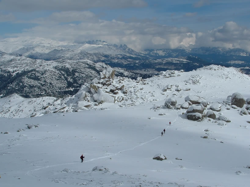 Cross-country skiing and snowshoeing in Corsica.  - © JP Quilici