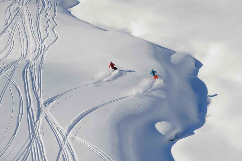 Tiefschneefahren am Arlberg - © Sepp Mallaun / Vorarlberg Tourismus