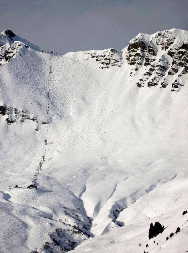 """La piste noire du Pas de Chavanette à Avoriaz, aussi appelée le """"Mur Suisse"""", est l'une des plus raides au monde"""