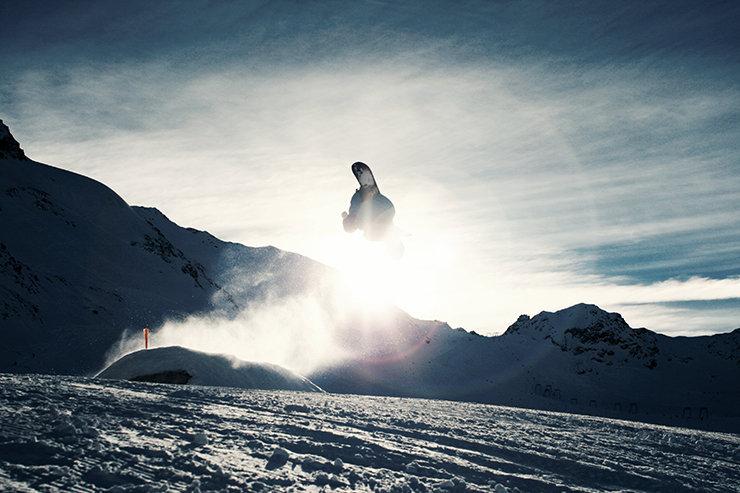 Snowpark Kaunertal: Cork 360 durch den Sunset - © Stefan Drexl