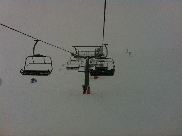 Sciata mattutina a foppolo, solo 2 impianti lenti aperti,neve pesantina,giornaliero 15€,nuvole basse ecc meglio ripassare con condizioni meteo migliori...
