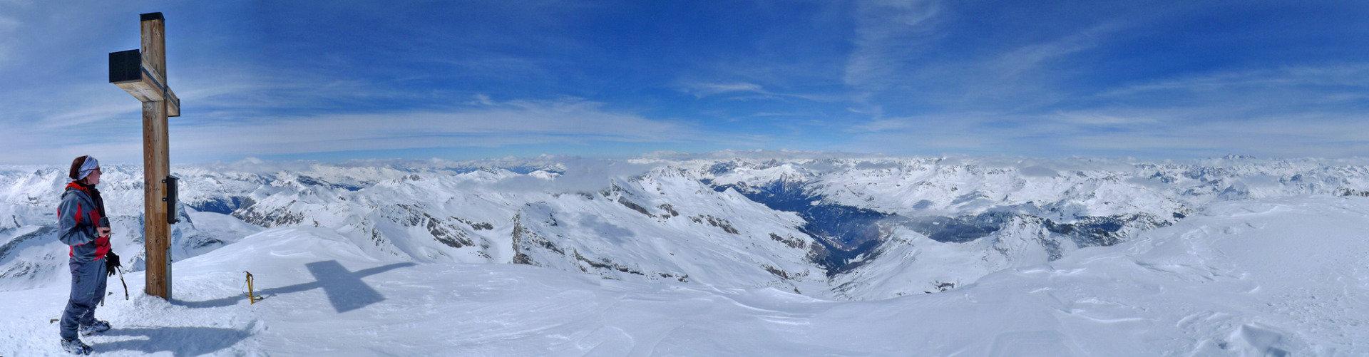 Ziel erreicht: Am Gipfel des Piz Platta - © SkitourGuru.com