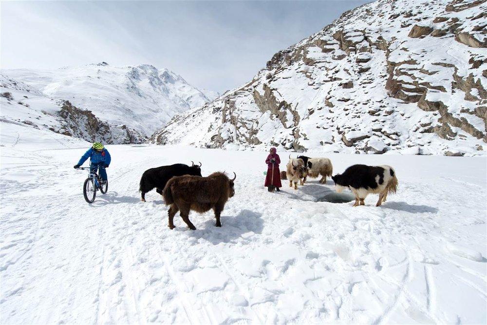 Tradition und Moderne im Himalaya - © Martin Bissig