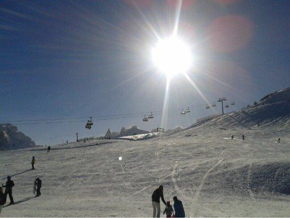 Die ganze letzte Woche super Wetter gehabt und sau geilen Schnee. Die Pisten waren super präpariert und es waren nicht viele Leute im Skigebiet. Einfach nur super