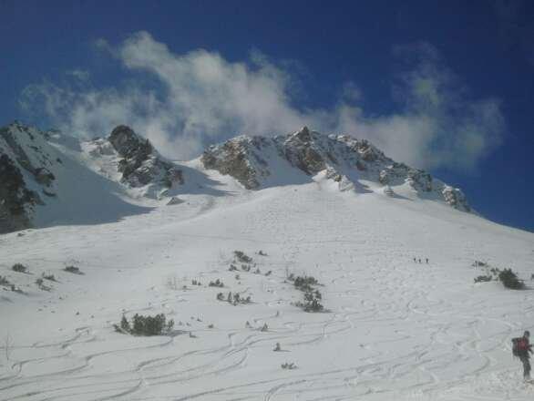 War am Sonntag auf Skitour zur Rotwand mit herrlicher Abfahrt in östlicher Exposition (siehe Bild). Schnee war um die Mittagszeit schon etwas angesulzt,aber noch gut. Sehr zu empfehlen...
