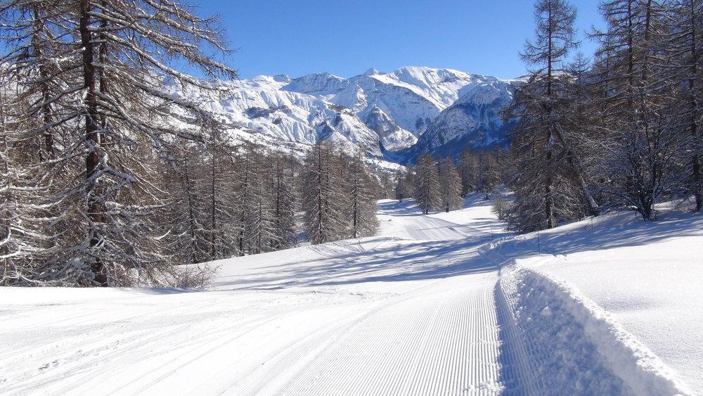 Vue sur le fond de la vallée d'Orcières depuis les pistes de ski de Serre-Eyraud - © Stéphane GG