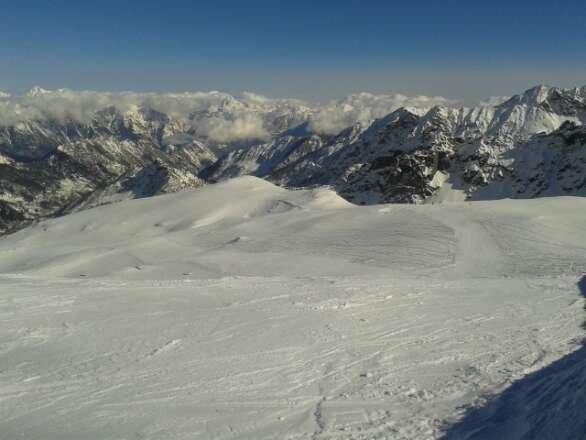 Fuori pista su fresca spettacolari veramente tanta tanta neve. Le piste come sono battute sono le migliiri.Bravi!!!!