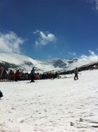 19-22nd march.. sunny skies, v warm so now the snow is beginning to melt! We had great days skiing, mornings are better, came off slopes about 3pm each days as snow getting slushy and rocks appearing!! ski instructors reckon by 27th the resort will close! perfect to beginners.. ticked all boxes..