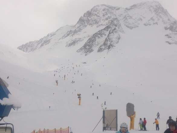 loads of fresh powder great skiing bit overcast  no que for lifts, should be sunny by end of week.