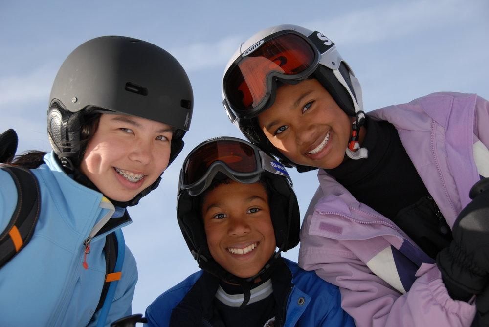 Povinnosť prilby je zatiaľ v SR uzákonená len pre deti do 15 rokov.