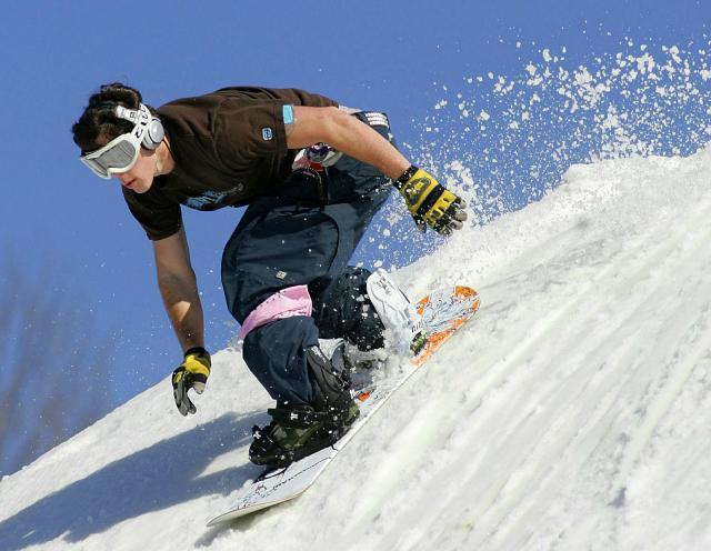A boarder at the Snowstar Spring-shred event