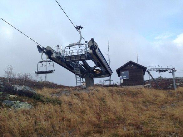 Gaustablikk skisenter er nyklipt og klar for hvitt pudder. Ses i November m nyslipte stålkanter....!!!