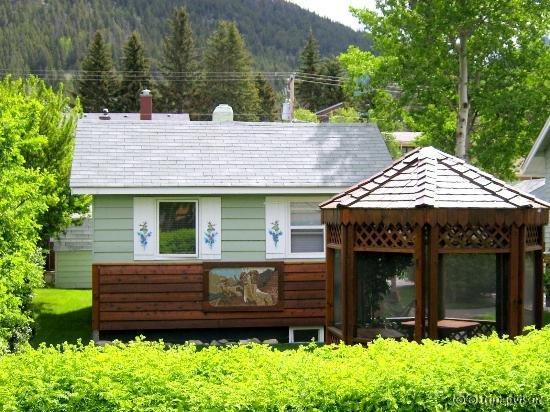 Banff Beaver Cabins