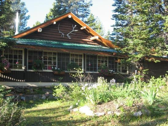 Storm Mountain Lodge & Cabins