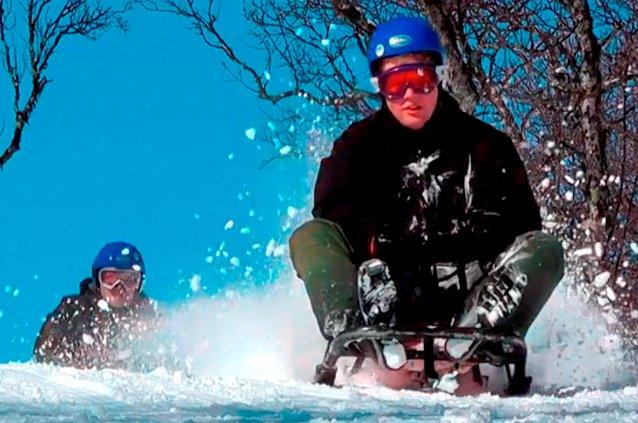 Full fart på kjelke i Skarslia Ski- og Akesenter. Foto: Helge G. Stærk. - © Skarslia