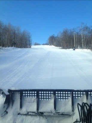 fresh snow & blue skies = welcome back winter & awesome conditions!!