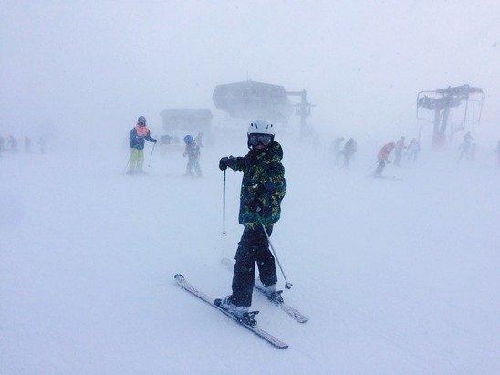 De la neige, de la neige ... Et du vent. Belle journée de ski. Bonne neige, belles pistes.