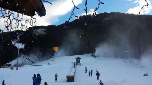 Poca neve di cui la maggior parte sparata, ma si scia bene. Le piste sono tutte aperte tranne l'ultimissima per fondovalle. Complimenti