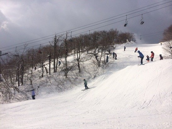 East side has fresh snowmaking, just opened Stargazer trail, pretty crowded today