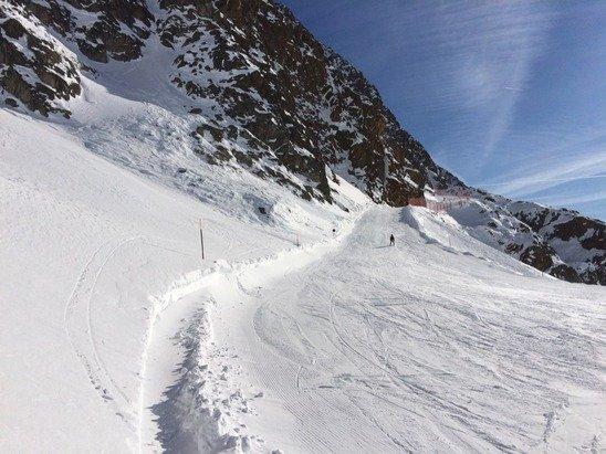 Gran bella giornata! Un sacco di neve,poca gente quindi niente code.. Le piste lunghe e facili,anche le nere. Tanta neve fresca e fuori pista!