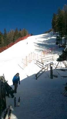 neve artificiale preparata molto bene...piste tecniche i nuovi collegamenti...gente tanta