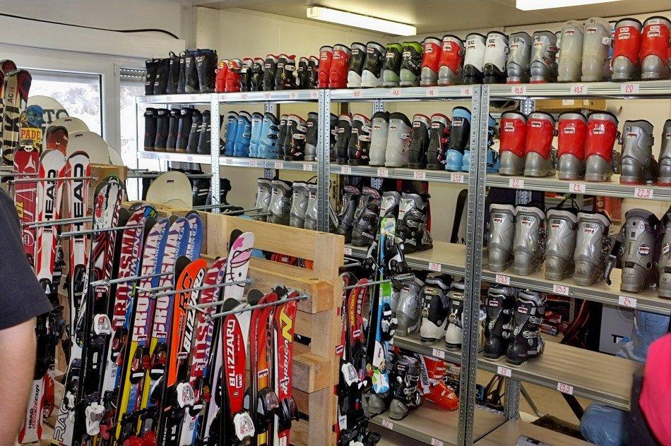 Lyžiari na Opalisku si našli cestu aj do požičovne lyžiarskeho výstroja a  skiservisu - © Opalisko bef7dfd570f