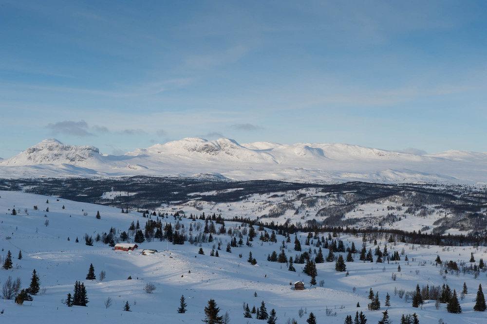 Fjellene rundt Ål skisenter kunne like gjerne ligget i alpene. - © Eirik Aspaas