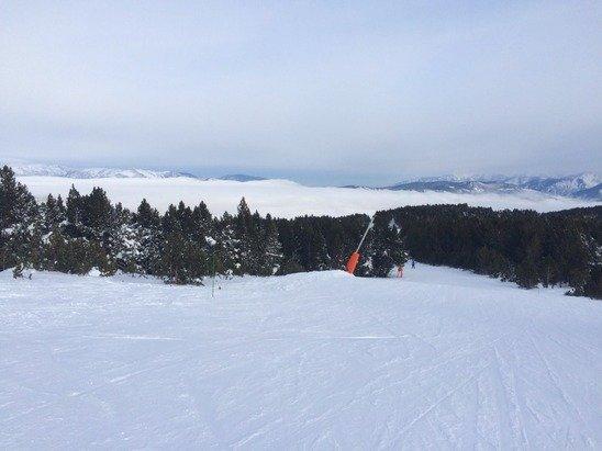 Au dessus des nuages - bonne neige - une bonne journée de ski :)