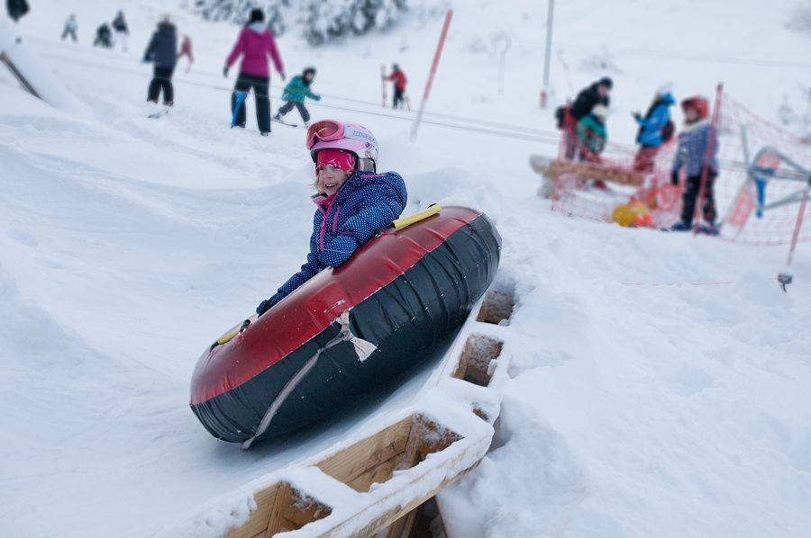 Child enjoys snowtubing - ©Facebook Opalisko