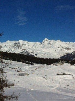 Giornata pazzesca !! Sole e una neve da favola , piste in condizioni perfette e ben tenute . Veramente bello !!