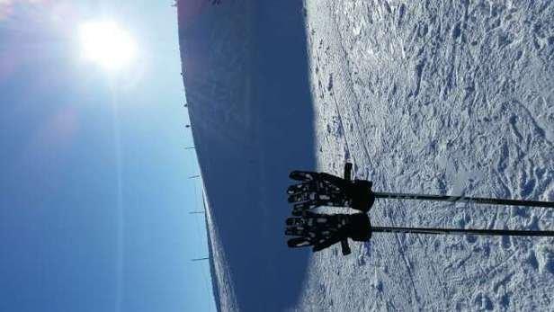 Toller Skitag! Trotz der frühlingshaften Temperaturen auch nachmittags noch gute Pistenverhältnisse bis ins Tal!