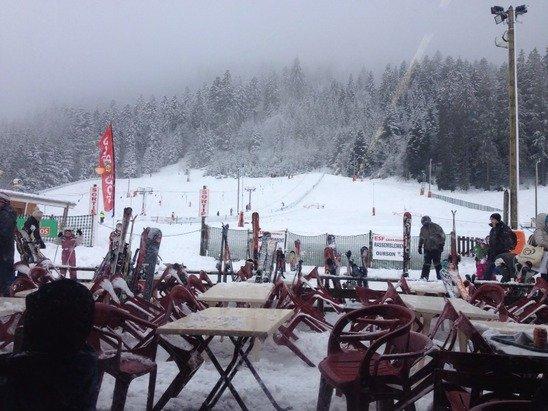 La neige est bien présent ce weekend  Bonne glissade as toutes et à tous