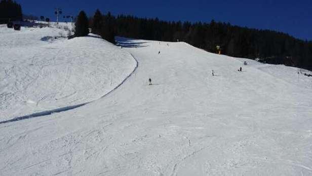 Prachtige dag vandaag. Was erg warm, maar de sneeuw bleef redelijk goed. Gaat de komende dagen gelukkig flink sneeuw want het dooide de afgelopen paar dagen snel weg.