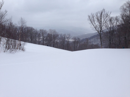Jiminy Peak - Great spring morning @ Jiminy.  Fresh powder and no lines this morning.  - © fofmat