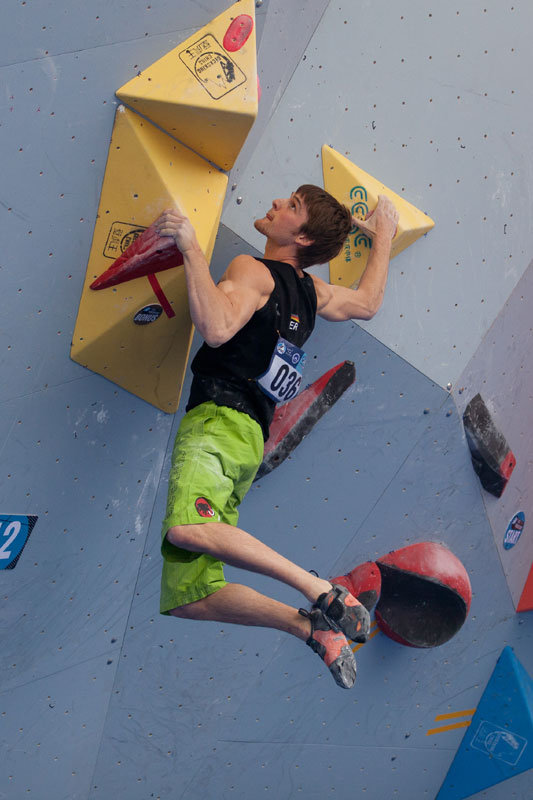 Jan Hojer beim Boulder World Cup in China 2014 - © Heiko Wilhelm