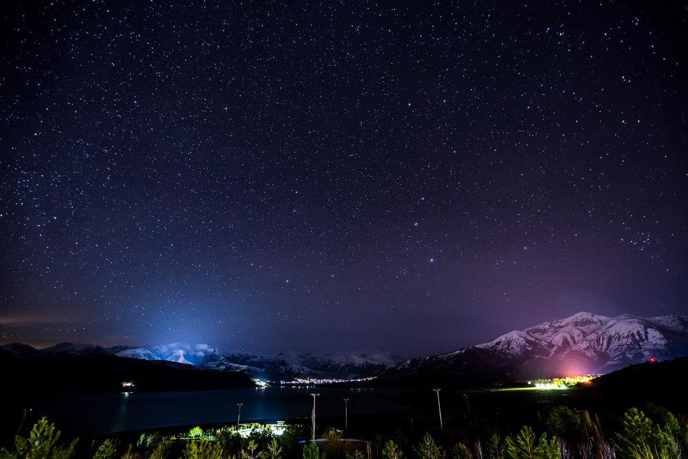 Sternenhimmel über den Arangahan-Stausee